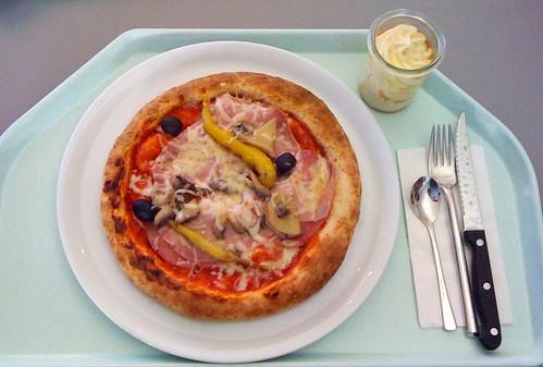 Schinken Salami Pizza / Pizza ham salami