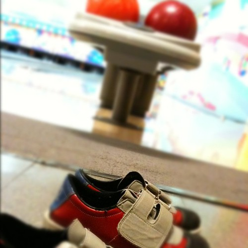 Bowling night... Don't ask jajaja by rutroncal