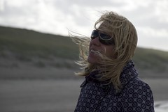 joke op het strand (erikvanderkooij) Tags: family autumn sky holiday kite storm holland fall beach dutch clouds strand surf raw wind herbst herfst nederland noordzee surfing nordsee zon noordwijk kust kueste vlieger kooij langevelderslag netherlnads