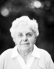 Maris nni (80) (lost in pixels) Tags: portrait people bw woman analog kodak 4x5 largeformat aero maris graflex foma ektar bwfilm fomapan nni 178mm