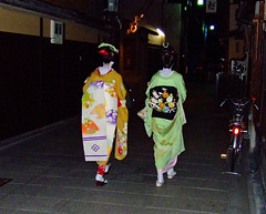 Gion Maiko & Geiko (D.S.B) Tags: street girls woman white cute girl japan night neck japanese evening women kyoto pretty traditional makeup maiko geiko geisha entertainer kimono gion nape gionmaiko kyotomaiko mamehana ninben mamesome giongeiko maikomamesome kyotogeisha ninbenokiya geikomamehana giongeisha kyotogeiko