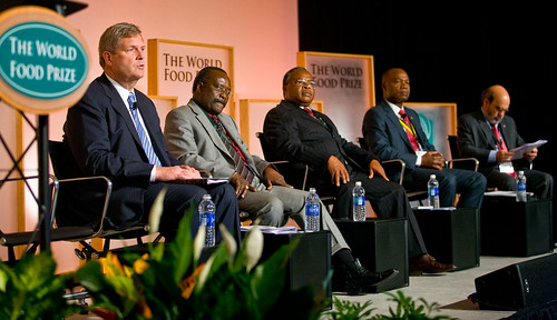 "Agriculture Secretary Tom Vilsack moderated a roundtable discussion on ""Sharing Agricultural Knowledge to Drive Sustainable Growth"" at the World Food Prize Symposium in Des Moines, Iowa, on October 13. Seated from left to right are Secretary Tom Vilsack, Ghanaian Agriculture Minister Kwesi Ahwoi, Tanzanian Agriculture Minister Jumanne Maghembe, Mozambican Agriculture Minister José Pacheco, and Director General-designate of the Food and Agriculture Organization of the United Nations José Graziano da Silva. Credit: World Food Prize/Jim Heemstra"