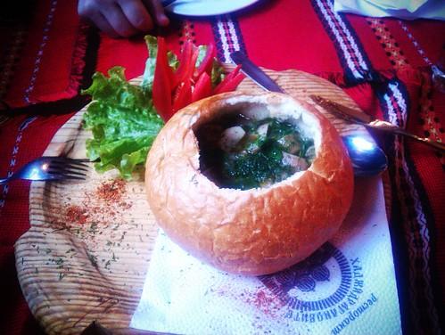 Μανιταροσουπα σε ψωμί