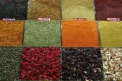 @the spice bazaar (EnJork) Tags: colors turkey colours market tea spice istanbul te bazaar bazar frger msr kryddor turkiet teer marknad turkie ars