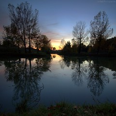 blue hour (Le***Refs *PHOTOGRAPHIE*) Tags: trees sunset reflection nature square de nikon lac reflet bluehour nimes coucherdesoleil carr brut 10mm bastide d90 nohdr capteur lerefs