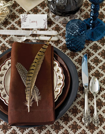 table setting with feather, different thanksgiving table setting ideas