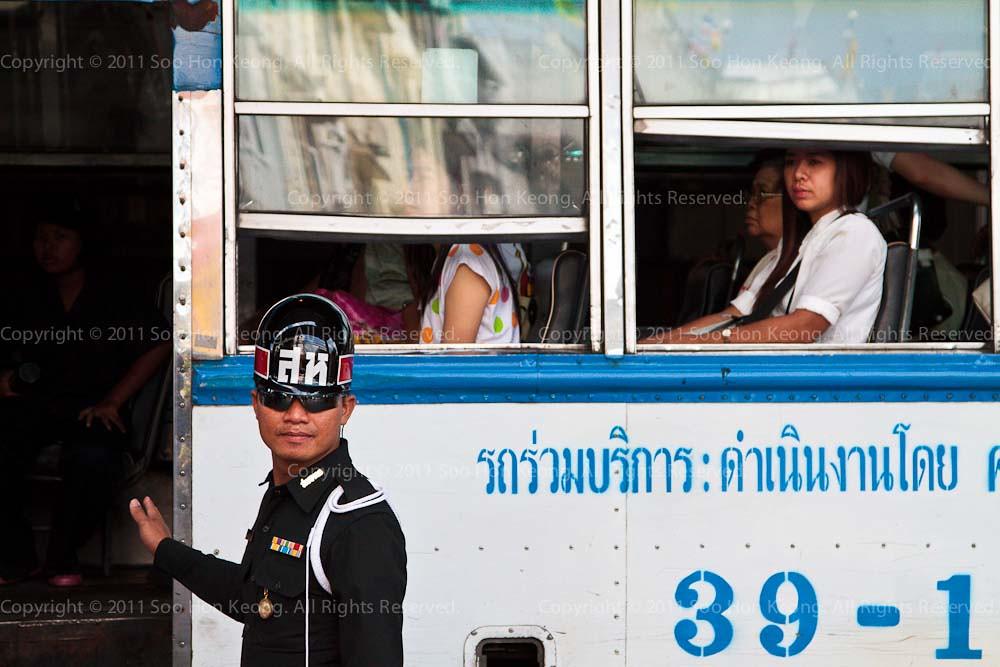 Waiting for Army Truck, Bangkok Flood @ Bangkok, Thailand