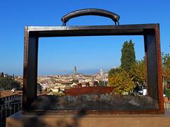 Il contenuto della mia valigia (Firenze) (MaOrI1563) Tags: italy rose florence italia nave tuscany firenze toscana partir folon valigia partire giardinodellerose