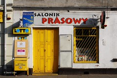 Salonik Prasowy (David Corral-Abad) Tags: yellow shop poland polska krakow laden amarillo tienda gelb polen press cracow polonia prensa cracovia krakau presse sklep prasa