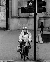 Hold your steel horses! ([P]hotogr[AV] (on/off)) Tags: red england people bw horse white man black london trafficlight nikon unitedkingdom streetphotography wait engeland bycicle londen straatfotografie d7000