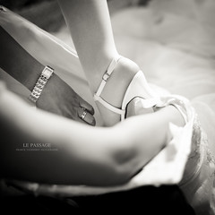 Le Passage (Franck Tourneret) Tags: wedding bw 50mm bride nikon shoes dress robe move nb mariage passage preparations prparatifs chaussure marie d700
