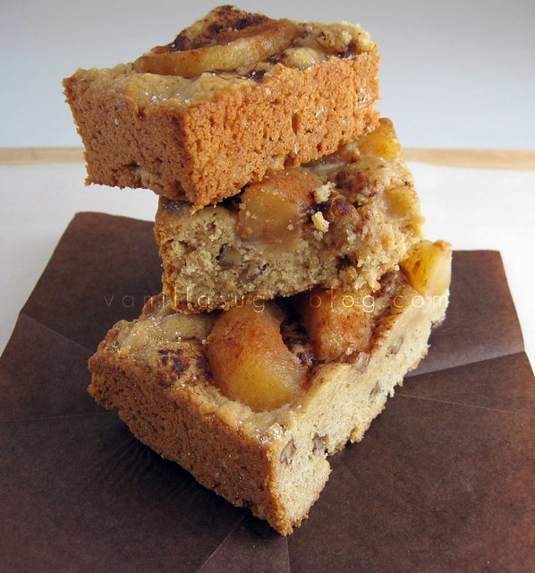 apple-pecan blondies