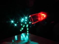 Y cae del vaso (P o s i t i v e V i b r a t i o n) Tags: light lightpainting luz agua negro colores contraste