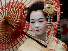 (Carolina Arai) Tags: trip travel red vacation japan asian rouge fire rojo kyoto colorado asia warm fuego kioto japon calido