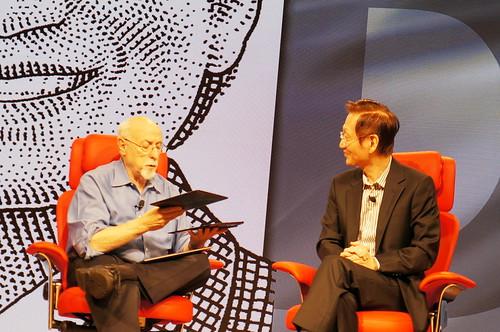Walt Mossberg親自把玩Eee Pad Transformer Prime華碩至尊變形平板,極致輕薄的平板及鍵盤基座相當引人注目