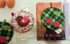 Marcadores de Livro (Luz de Girassol Ateliê) Tags: de cd e com livro feltro em marcador reciclado elástico