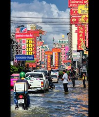 River Through Bangkok's Chinatown | Bangkok Floods (I Prahin | www.southeastasia-images.com) Tags: signs water thailand flooding chinatown traffic bangkok floods yaowarat october2011