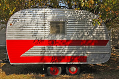 SIMPLIFY (FotoEdge) Tags: usa shadows small missouri trailer kc rv eco tow footprint compact kcmo abode simplify fotoedge recvacationvehicle