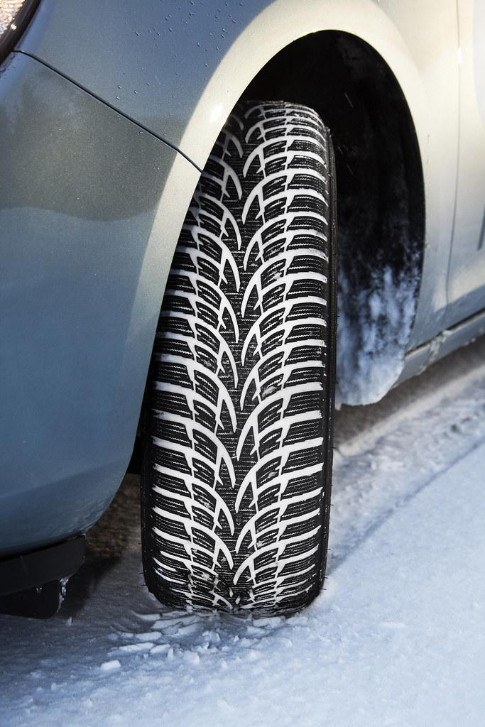 Nokian-Winterreifen ist der Testsieger mit Sehr empfehlenswert im Winterreifen-Test 2011 von sport auto / Bestes Ergebnis auf Schnee mit 99 von 100 Punkten / Bestes Ergebnis bei Trockenheit mit 68 von