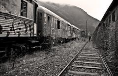 Canfranc, mi último tren. (RominikaH) Tags: tren photos zaragoza estacion aragon pirineos canfranc abandonada ferrocaril monocroma rominikah