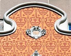 Barcelona - Leiva 055 c (Arnim Schulz) Tags: barcelona espaa building art architecture liberty spain arquitectura arte kunst edificio catalonia artnouveau gaud architektur catalunya fachada espagne btiment gebude modernismo faade catalua spanien modernisme fassade edifici jugendstil altbau espanya faana katalonien stilefloreale belleepoque baukunst