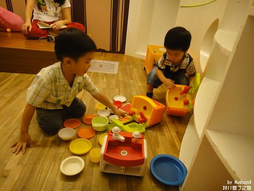 兩兄弟煮菜中