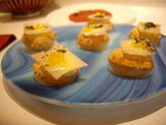 Miniairbags rellenos de queso manchego y panceta ibrica (Migueldouro) Tags: barcelona tickets gastronomia adri