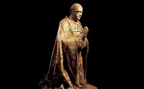 Estatua de San Josemaría Escrivá de Balaguer, el fundador