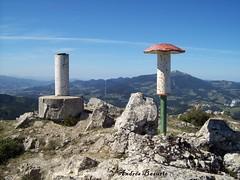 Monte  Egoarbitza (andresbasurto) Tags: color verde blanco azul rojo paisaje cielo deporte monte elgeta buzón colorido gipuzkoa geodésico egoarbitza andresbasurto