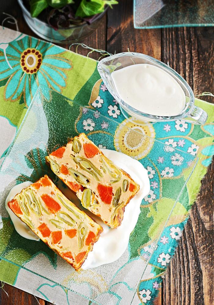 flan de judías verdes y zanahoria con salsa de queso de cabra