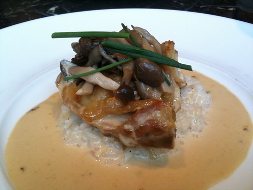鶏ロースト軽く煮込んだ茸とトリュフのリゾットを添えて@マキシム・ド・パリ 赤坂