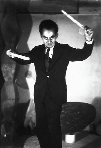 Man_Ray_en_el_atelier_por_Constantin_Brancusi_1930