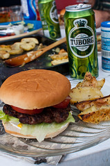Burger and beer (AnneCN) Tags: food beer dinner sommer bbq mat burgers barbecue tuborg middag l grillmat