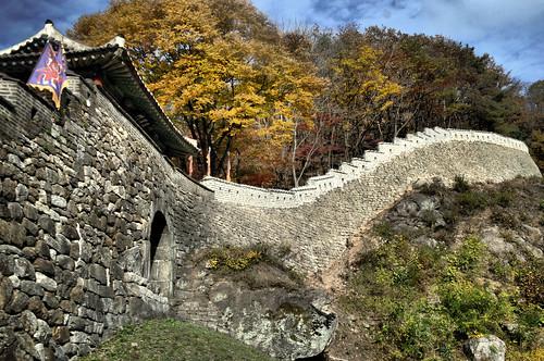 남한산성 동문입니다.
