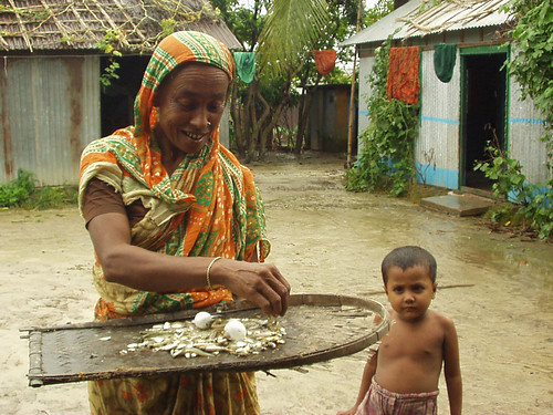 Woman and child from a fishing village, Bangladesh. Photo by WorldFish, 2004