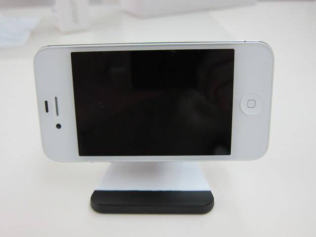 iPhone 4S On Bluelounge Milo (Horizontally)
