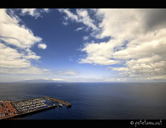 Port [Santiago del Teide, Tenerife] (Fototerra.cat) Tags: blue sea sky azul clouds port mar nikon tenerife blau canaryislands nuvols losgigantes penyasegats santiagodelteide canries nikond90 fototerracat