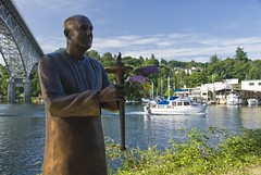 Monk statue, Lake Union, Seattle (dkjphoto) Tags: seattle sculpture usa lake art water statue bronze america washington artwork unitedstates union monk trail northamerica lakeunion dennisjohnson wwwdenniskjohnsoncom