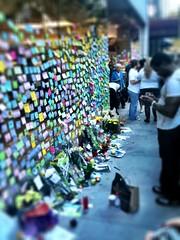 Steve Jobs memorial outside Apple Store Chicago