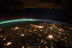 Midwestern U.S. at Night With Aurora Borealis (NASA, International Space Station, 09/29/11) (NASA's Marshall Space Flight Center) Tags: chicago canada minnesota illinois nebraska stlouis stpaul minneapolis iowa nasa missouri mississippiriver omaha auroraborealis eastcoast desmoines appalachianmountains councilbluffs earthatnight stationscience midwesternus stationresearch crewearth