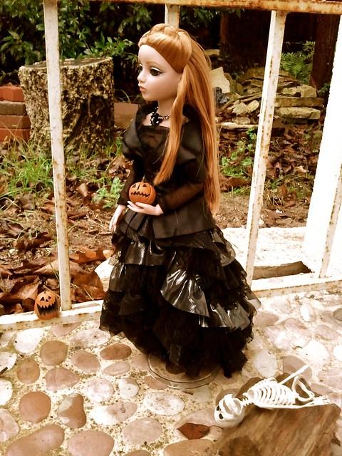 Amber Dark and Stormy Night de Poupouske 6289676732_2c2df2dfd2_z