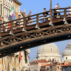 Transiti (FM54TO) Tags: bridge venice people italy italia gente ponte venezia