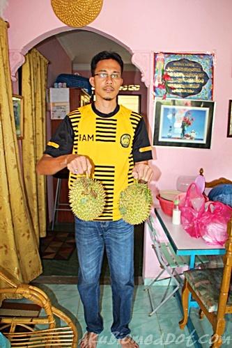AkuBiomed dengan buah durian