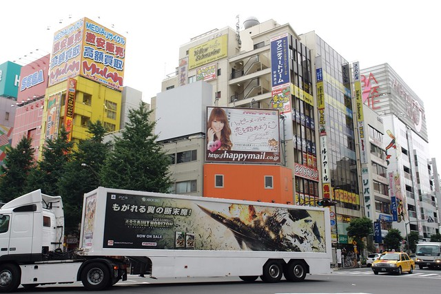 "AD trailer ""Ace combat assault horizon / The Idolm@ster 2""  in Akihabara"