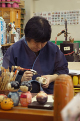 Kokeshi artist at the Gunma kokeshi factory (Otomodachi) Tags: japan painting artist factory handmade crafts kunst arts h kokeshi fabriek kunstenaar gunma schilderen handwerk artsandcrafts handgemaakt kunstenares kunstnijverheid handgeschilderd