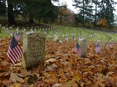 Old Soldier's Cemetary (suswann) Tags: fall flag cemetary spanishamericanwar orting oldsoldierscemetary