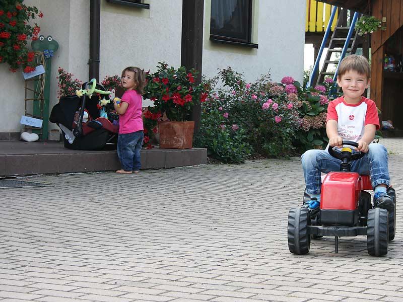 Ferienwohnungen Miehling - Kindertraktor