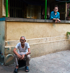 2 Men (Satyaki Basu) Tags: street portrait people india canon eos indian 1750 tamron bengal calcutta westbengal 450d gettyimagesmiddleeast bowbajar bowbarrack