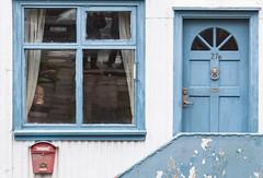 Home alone (Kjammi.is) Tags: door window iceland alone postbox homealone reykjavík dyr rautt blátt maður 2011 scottkelby fókus flickraward ljósmyndara póstkassi wwpw göngudagur alþóðlegur
