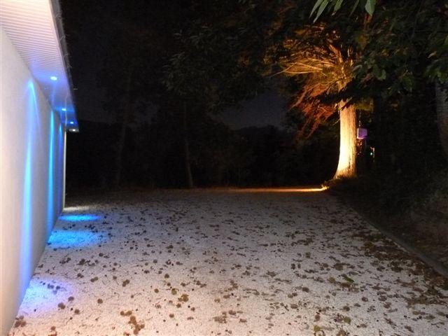 Le parking privé de nuit. le Finistère, Bretagne, visitez la pointe du raz et Locronan.